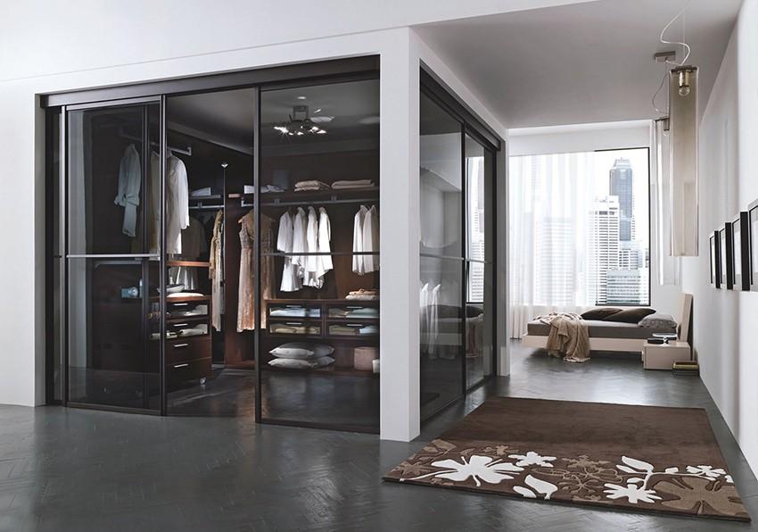 """""""Любой шкаф-купе или гардеробная — это сложная многоэлементная конструкция."""""""